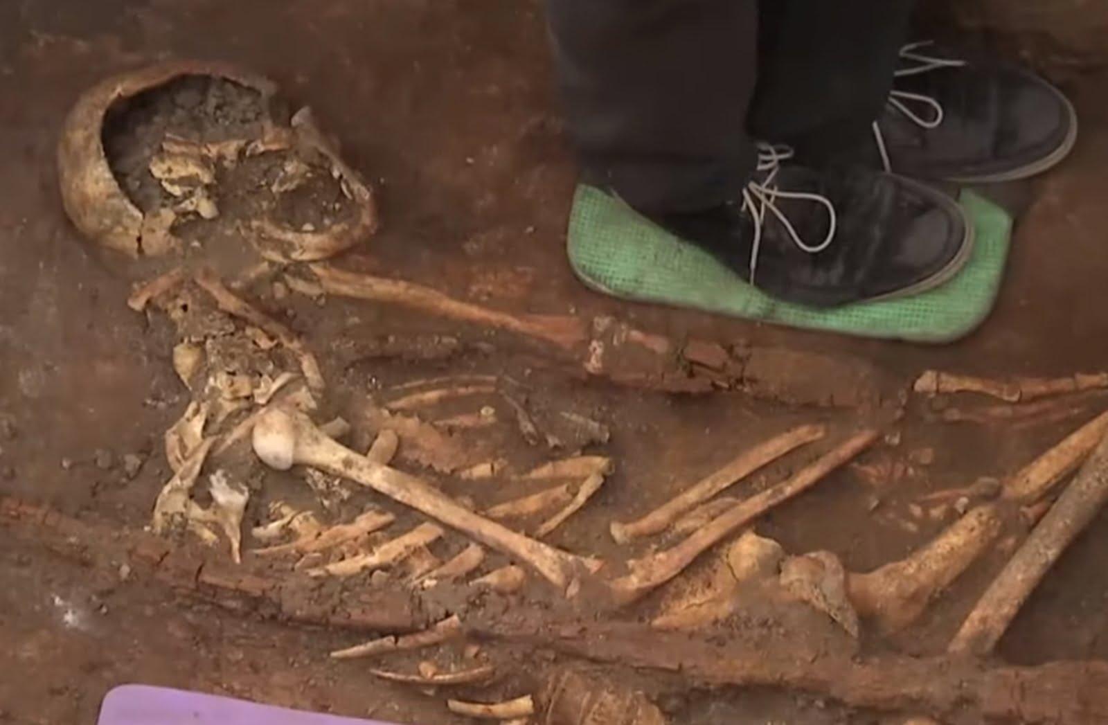 Photo of Под трассой «Кропивницкий-Николаев» нашли останки времен библейского Моисея (видео)