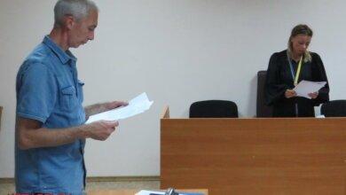 Photo of Обвиняемый в уголовном преступлении учитель Базулько снова заявил отвод прокурору и пытался «давить» на суд (Видео)