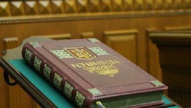 «Слуга народа» готовит 465 изменений в Конституцию Украины | Корабелов.ИНФО