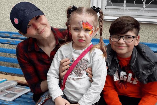 """Photo of """"Без поддерживающей терапии и медикаментов организм просто не выдержит"""": маме двух деток из Корабельного района снова нужна помощь"""