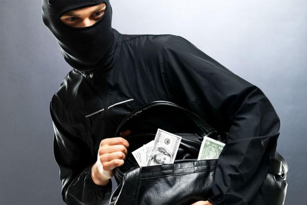 Photo of Розбiйники вночi зв'язали чоловiка та пограбували його будинок у Вітовському районi