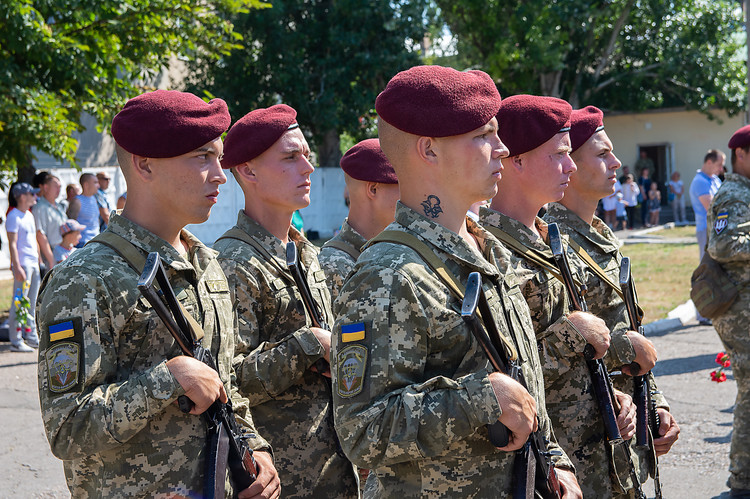 Photo of Бойцы 79-й бригады в Николаеве почтили память погибших десантников