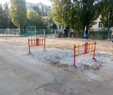 Photo of «А дорогу кто должен привести в порядок?», — жители Корабельного района — об участке между детсадом и гимназией
