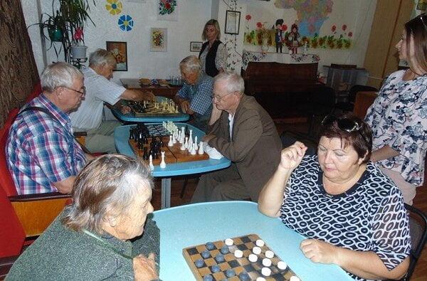Отримали задоволення від гри та спілкування: у Корабельному районі відбувся турнір по шахам та шашкам серед пенсіонерів   Корабелов.ИНФО image 3