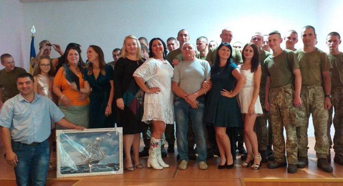 Photo of Психологічне розвантаження військових: артисти з ПК «Корабельний» завітали до захисників України