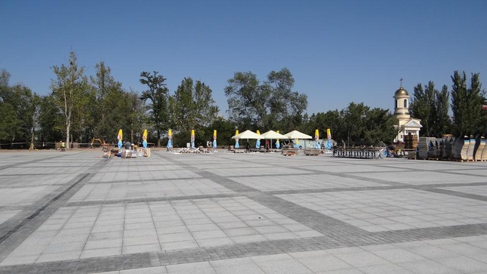 Photo of Как же без них? На новой площади в Николаеве устанавливают «пивные зонты»