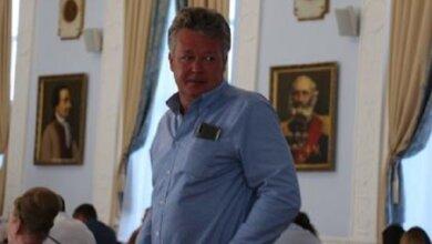 Photo of «Негде даже припарковаться»: депутату Николаевского горсовета не хочется ходить на сессии