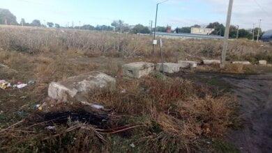 Photo of У Корабельному районі встановили бетонні блоки, щоб попередити несанкціоноване скидання сміття