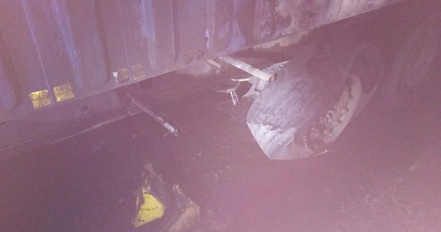 Photo of Ночью в Корабельном районе горел прицеп седельного тягача с грузом рапса