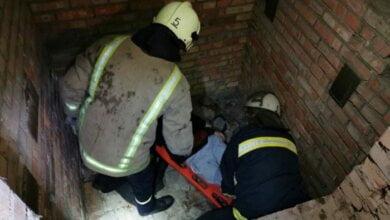 Photo of Мужчину, упавшего в яму в Корабельном районе, спасатели вытащили и передали «скорой» помощи
