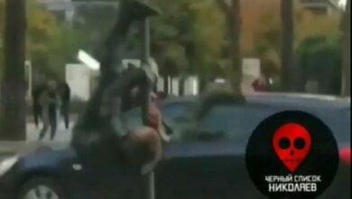 Photo of В центре Николаева пьяный мужчина устроил танцы «на пилоне» (Видео)