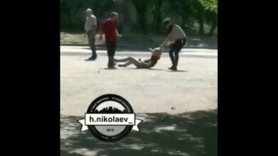 «Разборки по-николаевски». Драка двух девушек: одна избивала другую ногами (Видео 18+) | Корабелов.ИНФО