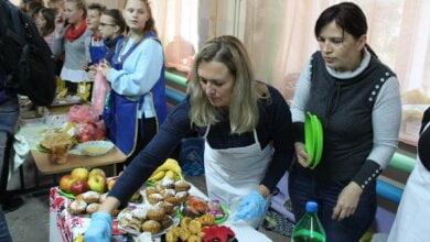 Photo of 10 416 грн — за полчаса: ученики школы в Корабельном районе во время ярмарки собрали деньги на помощь больным детям
