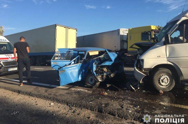 Photo of На Николаевщине лоб в лоб столкнулись «Жигули» и микроавтобус: один человек погиб, трое пострадавших