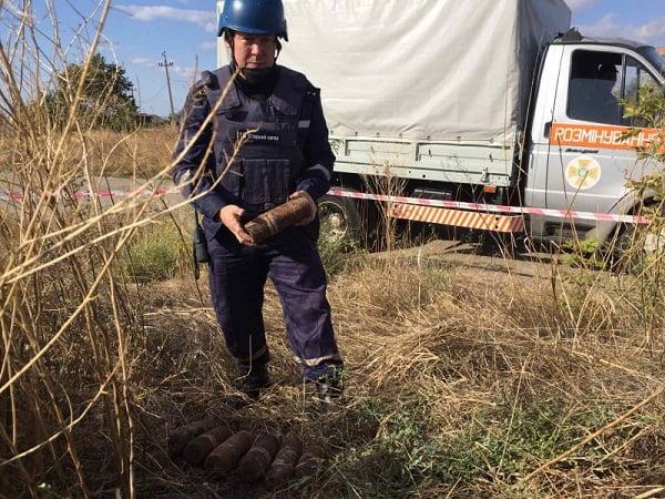 Photo of В Корабельном районе прохожий нашел взрывоопасные предметы на обочине дороги