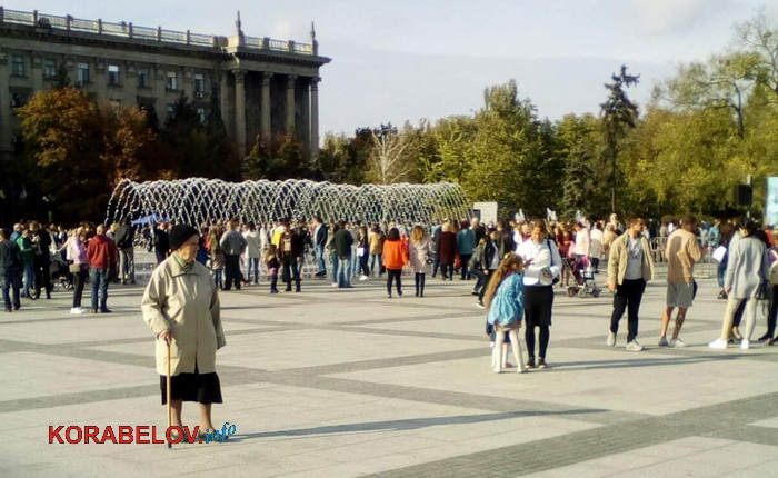 Photo of Сенкевич на три дня открыл фонтаны на Серой площади (видео)