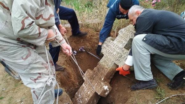 Photo of Шана від вдячних нащадків: у селі Лупареве полагодили могилу козака Сутули