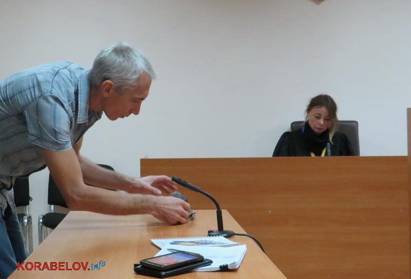 Photo of «Базулько затягивает судебный процесс и превращает его в фарс»: подробности дела «о неадекватном школьном учителе» (Видео)