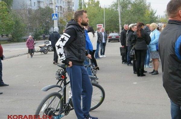 На встрече с Сенкевичем в Корабельном районе раздавали газеты от партии Шария (ФОТОРЕПОРТАЖ) | Корабелов.ИНФО image 23
