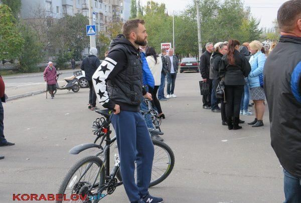 Photo of «Свежо предание»: мэр Сенкевич оправдывался, путаясь в цифрах, за отсутствие давно обещанной велодорожки в Корабельном районе (Видео)