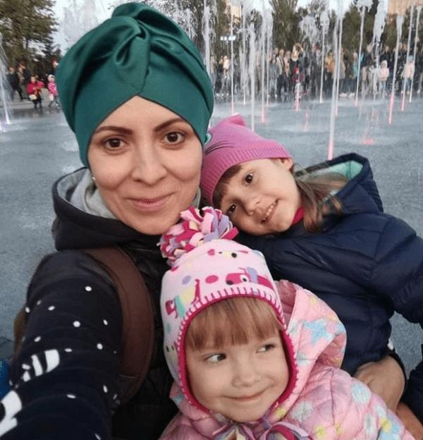 """Photo of """"Своих не бросаем"""", – жители Корабельного района просят помочь маме двух деток в борьбе со страшной болезнью"""