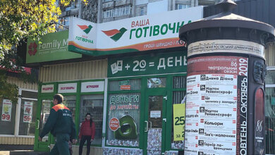 Photo of В Николаеве СБУ проводит обыски у коллекторов — они обливали двери должников фекалиями