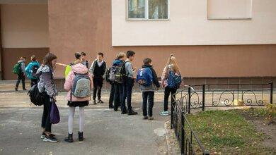 В Киеве 12-летняя девочка выбросилась из окна школы на четвертом этаже | Корабелов.ИНФО
