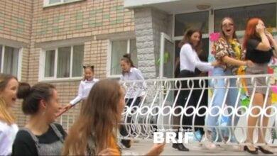 Photo of «Смелые 11-классники»: как гимназисты в Корабельном районе праздновали День Учителя (ВИДЕО)