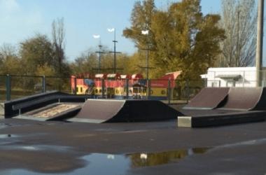 """4 ліхтаря на парк """"Богоявленський"""" та трохи ремонту на скейт-майданчику: адміністрація Корабельного району звітує про покращення   Корабелов.ИНФО image 2"""