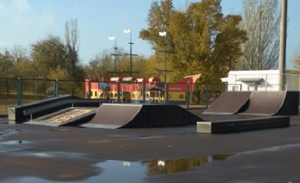 Photo of 4 ліхтаря на парк «Богоявленський» та трохи ремонту на скейт-майданчику: адміністрація Корабельного району звітує про покращення