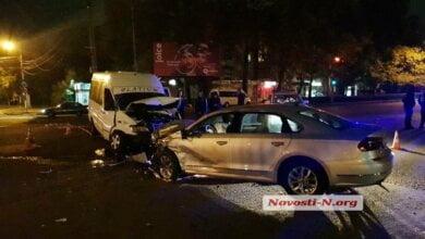 Ночью на проспекте Богоявленском столкнулись маршрутка и «Фольксваген»: пострадали три человека | Корабелов.ИНФО