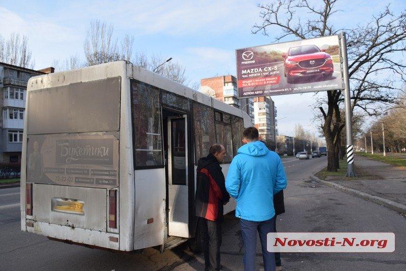 Photo of Пенсионерка выпала из маршрутки на проспекте Богоявленском