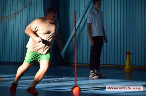 Николаевские чиновники во главе с Сенкевичем играли, бегали и прыгали в Корабельном районе (видео)   Корабелов.ИНФО image 2