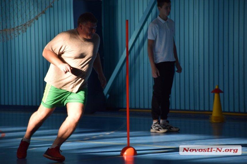 Photo of Николаевские чиновники во главе с Сенкевичем играли, бегали и прыгали в Корабельном районе (видео)