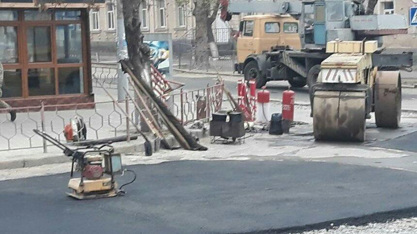 Photo of В Николаеве в мороз решили укладывать асфальт