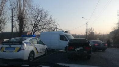 """Микроавтобус на """"встречке"""" столкнулся с автомобилем """"ВАЗ"""", его водителя госпитализировали: ДТП в Корабельном районе   Корабелов.ИНФО image 2"""