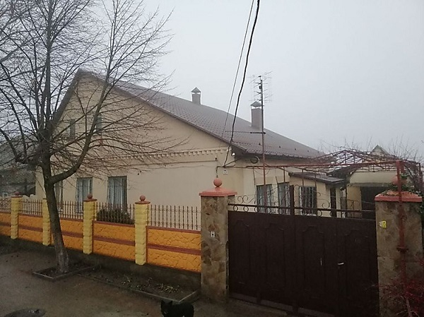 Photo of С большой переплатой: Сенкевич за деньги николаевцев купил дом у семьи начальника облздрава (фото)