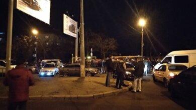 Николаевские таксисты час блокировали движение на Варваровском мосту, требуя ареста виновника смертельного ДТП   Корабелов.ИНФО image 4