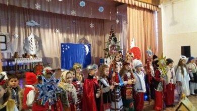 «Україна колядує»: учні школи з Корабельного району разом з батьками відсвяткували прийдешнє Різдво   Корабелов.ИНФО image 1