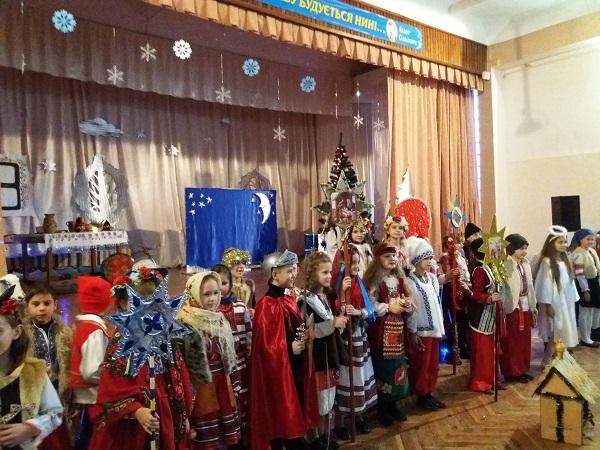Photo of «Україна колядує»: учні школи з Корабельного району разом з батьками відсвяткували прийдешнє Різдво