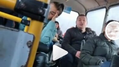Photo of «Я 40 минут прождал под дождем!», — николаевец закатил истерику, матерясь при детях и женщинах в «маршрутке» (Видео 18+)