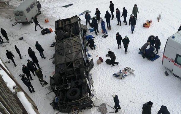Photo of В России автобус упал с моста: 19 человек погибло