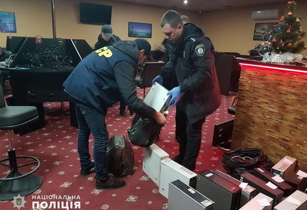 Photo of За один день в Николаеве закрыли 210 игровых залов. Полиция просит граждан сообщать, если увидят такие заведения работающими