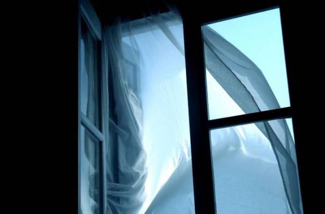 Photo of Разбился из-за уроков? в Корабельном районе из окна многоэтажки бросился 11-летний мальчик