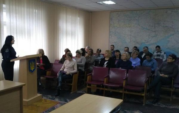 Photo of Дільничні офіцери Корабельного відділу поліції вчать мешканців, як не стати жертвою злодіїв