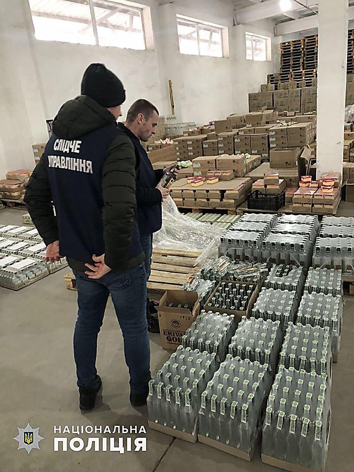 Photo of В Корабельном районе изъяли 47 тысяч бутылок алкоголя с признаками подделки (видео)