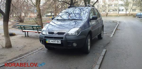 Photo of «Паркуется на тротуаре», — жители Корабельного района возмущены невоспитанным водителем