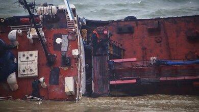 Владельцем затонувшего в Одессе танкера является экс-депутат Николаевского облсовета от ПР, судно использовали для контрабанды | Корабелов.ИНФО image 1