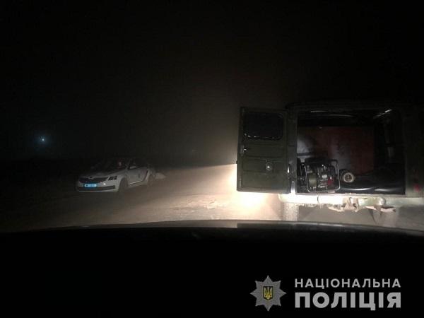 Photo of В Корабельном районе полицейские задержали мужчину, который сливал топливо с поездов «Укрзалізниці»