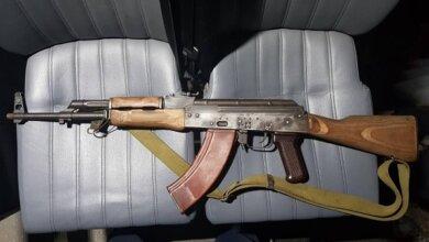 «Хотели сделать фото с оружием в парке», - двое подростков ходили по улицам Николаева с макетом автомата и страйкбольным пистолетом | Корабелов.ИНФО image 1